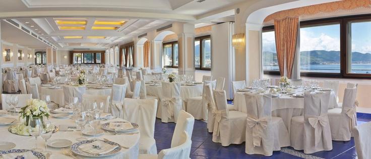 L'esperienza nel settore wedding rende Lloyd's Baia Hotel la location ideale per i matrimoni a Salerno e in Costiera Amalfitana. http://www.lloydsbaiahotel.it/wedding/cer.xhtml