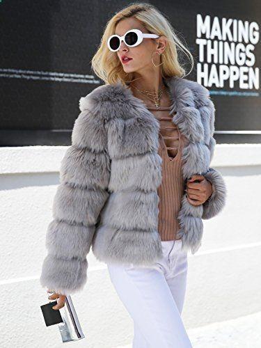 CHAQUETA CORTA de PELO Para que tu Look sea perfecto completalo con este abrigo corto de pelo. Es la hora de estar bien calentita y con estilo. Ademas, que como comodín de noche es una maravilla. Si estas enamorada de este estilo compratelo YA..