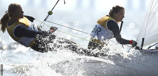Great Britain's Mills and Clark win sailing gold - http://cybertimes.co.uk/2016/08/18/great-britains-mills-and-clark-win-sailing-gold/