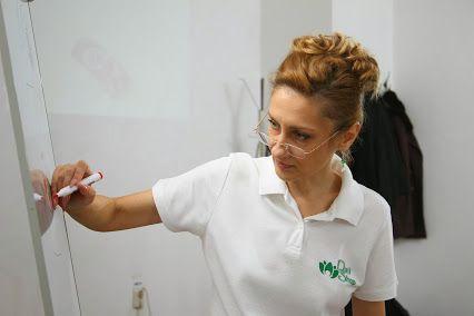 Corina Scriba ''deschide'' un sezon plin de surprize, dedicat in mare masura ghidarii viitoarelor profesioniste din domeniul unghiilor false catre o cariera de succes, cu primul curs Nailshop al anului 2015!