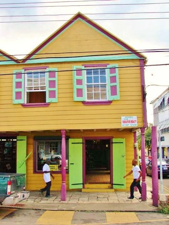 Inspiration façade colorée   Wonderful Antigua - http://www.travelandtransitions.com/destinations/destination-advice/latin-america-the-caribbean/
