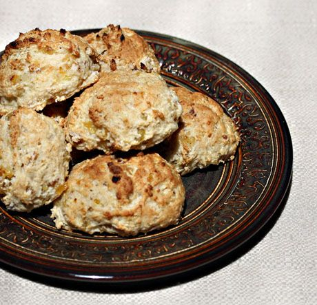 White whole wheat flour (Recipe: raisin-banana scones) - The Perfect Pantry®