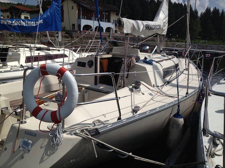 Beneteau First 30e - sportovně turistická plachetnice s prostorným interiérem