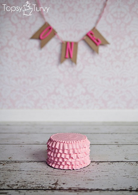 Lots of great ideas for smash cakes!