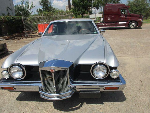 Ein seltener 1984 Stutz Blackhawk aus Texas Der Aufbau der Fahrzeuge   wurde  handgefertigt in Italien. Die Technik stammt  von amerikanischen Großserienfahrzeugen. // Carshipping by Interfracht - since  1972