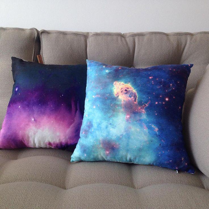 """""""Hubble Uzay Teleskobunun en iyi eserlerini perde ve kırlent olarak evinize getiriyoruz... Uzayın derinliklerindeki renklerin uyumuna bayılacaksınız...…"""""""