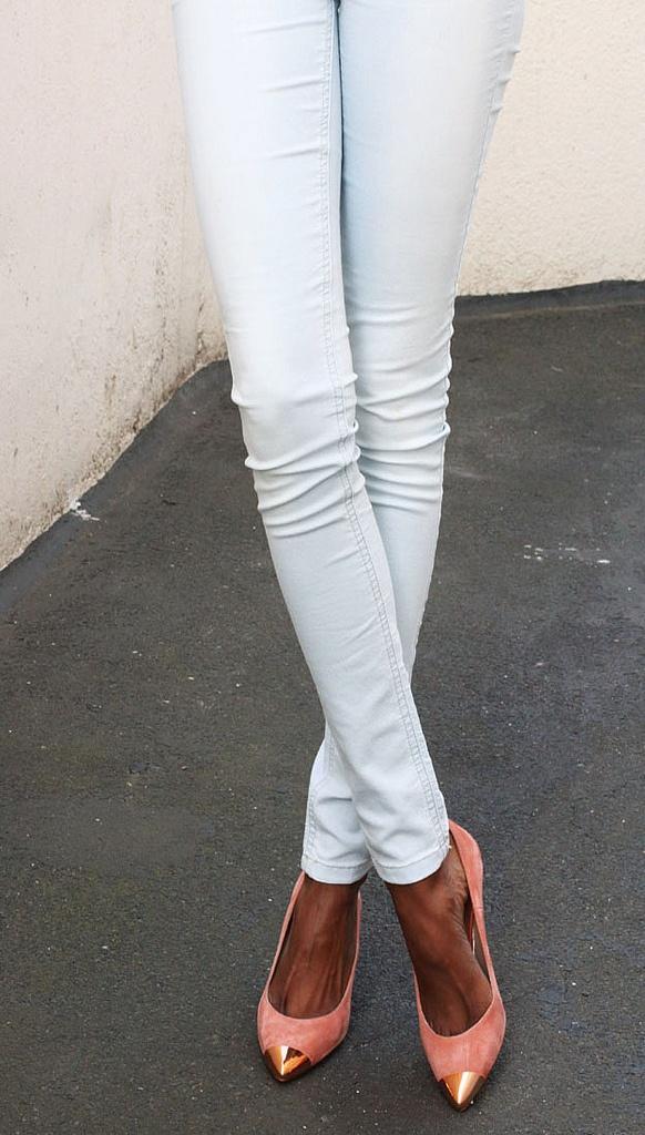 Zara toe-capped heels. Love it all...toe capped heel, white jeans, tan!