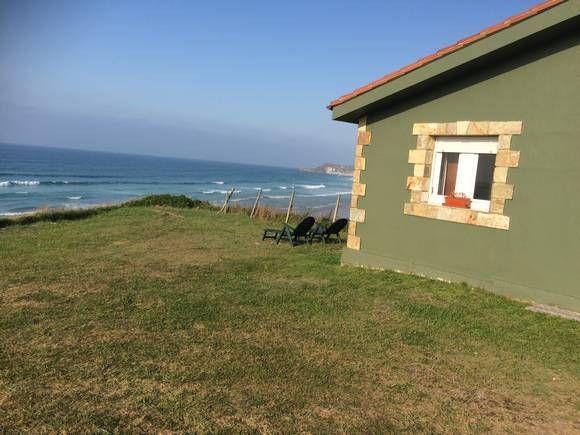 CANTABRIA, SAN VICENTE DE LA BARQUERA. Ref.10791  Alquiler de chalet en 1ª línea de playa. Dispone de un dormitorio, salón comedor con cocina, sofá cama grande, baño, amplio jardín y aparcamiento privado. Con acceso directo a la playa de El Rosal, en la Costa Occidental de Cantabria. #casa_vistas_playa   http://fotoalquiler.com/sanvicente10791
