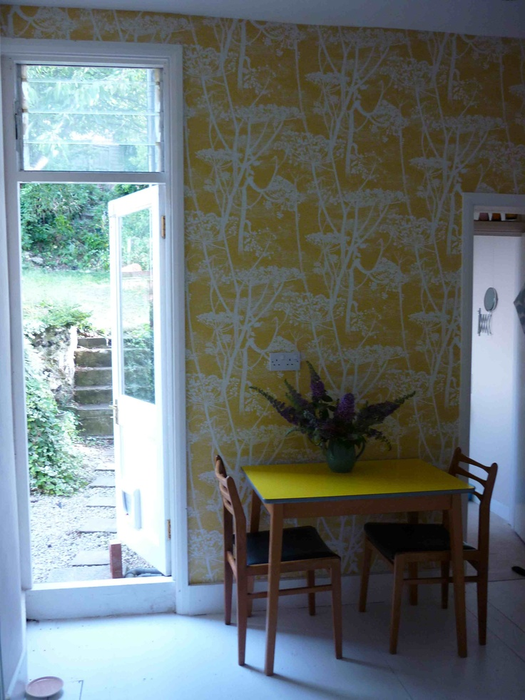 Kitchen with cow parsley Cole & Son wallpaper We like