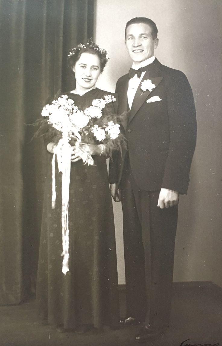 Grandmama and grandpapa, at their wedding day, love this 💞💞 - Mummo ja Pappa, hääpäivänä. Ihana ihana kuva - ja pari 💞💞