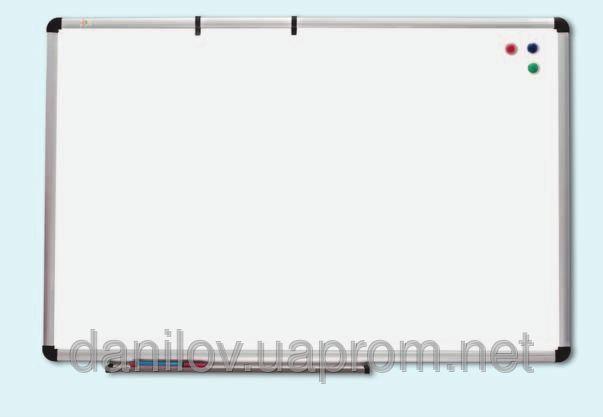 Доска настенная сухостираемая для маркера O-line 90х120 см, фото 1. Магнитная износостойкая поверхность для письма маркерами. Алюминиевая рама O-line имеет пластмассовые уголки с отверстиями для крепления доски к стене в 4 х точках Покрытие поверхности ― лакированная сталь. Возможно горизонтальное или вертикальное крепление.  Имеет дополнительные держатели для альбома (доски 90х120 см и большего размера) В комплекте есть съемная полочка для маркеров с заглушками на торцах.