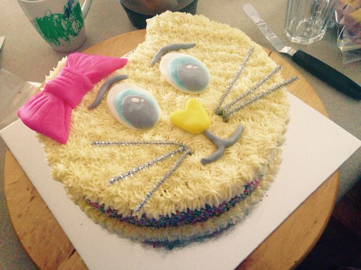 A cake my sister made, and she nicely allowed me to practice my decorating skills - thankyou @blanchdavidson