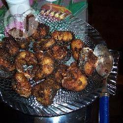 Frittierter Fisch auf Kerala Art -  In der indischen Provinz Kerala wird sehr viel Fisch gegessen und dies ist eine sehr beliebte Art für die Zubereitung von jeder Art von festem Fisch wie Tilapia, Lachs, Forelle, etc. Dazu Reis stervieren.@ de.allrecipes.com