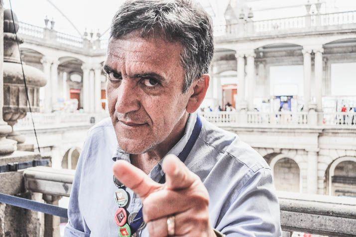 José Trinidad Camacho, plus connu sous le nom de TRINO, est un dessinateur de presse et de bandes dessinées originaire de Guadalajara. Il a remporté en 2000 le Prix national de Journalisme de dessin politique et en 2006 le Prix Pagés Llergo. Il est également le producteur d'un film d'animation délirant : El Santos vs la Tetona Mendoza, adapté du personnage qu'il a créé avec JIS. Entretien.