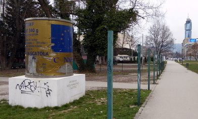 "http://ift.tt/2po7NvU of the ICAR Canned Beef Monument in Sarajevo which was erected as a ""tribute"" to the poor quality canned meat received from international aid during the Siege of Sarajevo."