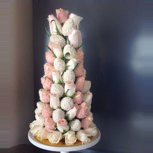 Strawberry tower #chocolate #pearls #roses #gold leaf @weddedwonderland @brides_style @whittakerweddings @_theweddingplanner