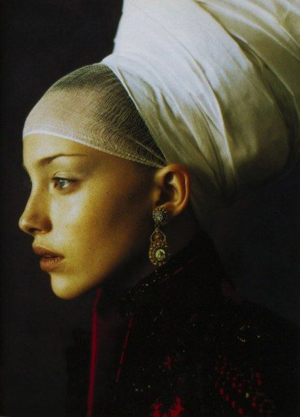 Women portrait Vogue Italia, 1997. Photographer: Paolo Roversi. S)