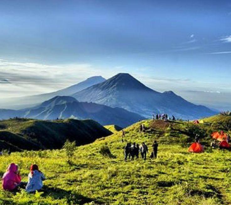 Mendaki gunung merupakan salah satu kegiatan alam bebas yang bagi beberapa orang menjadi candu. Hal ini sangat mungkin terjadi karena banyaknya hal yang bisa didapat dari kegiatan alam bebas yang satu ini. Namun jika anda ingin melakukan kegiatan ini, sangat dsarankan untuk melakukan perencanaan perjalanan secara matang.