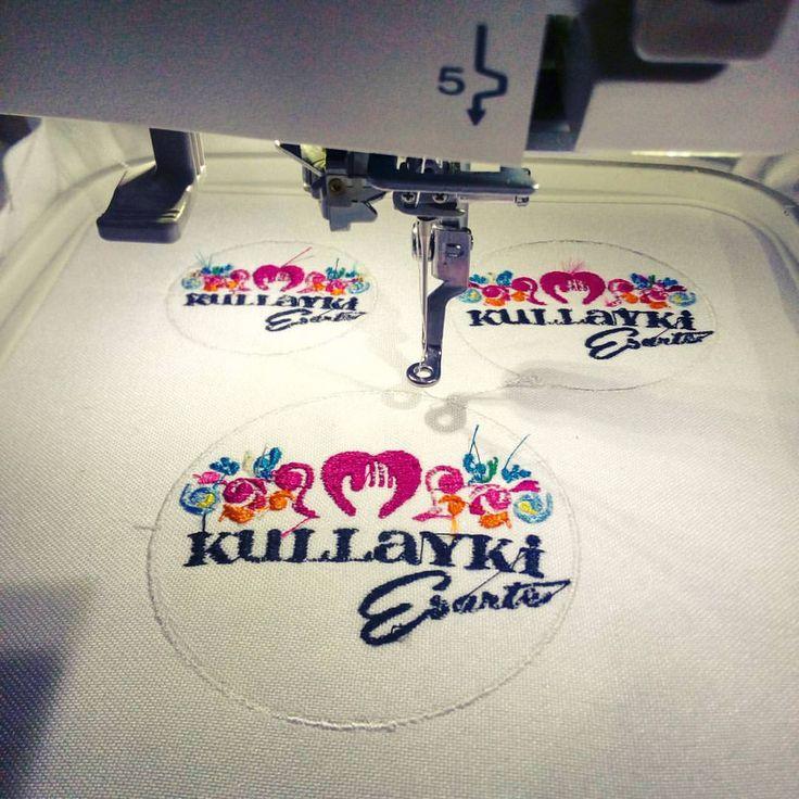 Preparando nuevas muestras 😜 @kullayki_esarte_ #patalbataller #diseñodeautor #emprendedora #artesana #vestuario #reciclaje #costuras #transformación #bordados #parches #confeccionapedido
