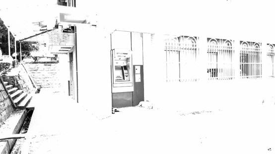 ✐ [04] _2013/6/3  博愛的郵局提款機是最受歡迎的狗狗涼亭, 每次去領錢都有種被一群保鏢護送的感覺。