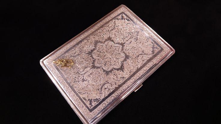 Silber-Zigaretten-Etui, 50er Jahre, Initialen Mohammad Reza Pahlavi - Persien, 84 Zolotnik in persischen Zahlzeichen   Wert ab 400 €