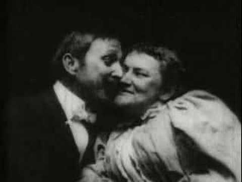 "The May-Irwin Kiss (Edison, 1896), la película fué muy escandalosa en su momento y la primera vez en que se mostró en el cine un beso. A reviewer said, ""The spectacle of prolonged pasturing on each other's lips was hard to bear and such things should call for police intervention."""