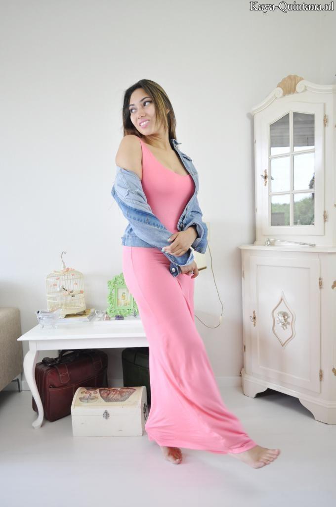 outfit met lange roze jurk
