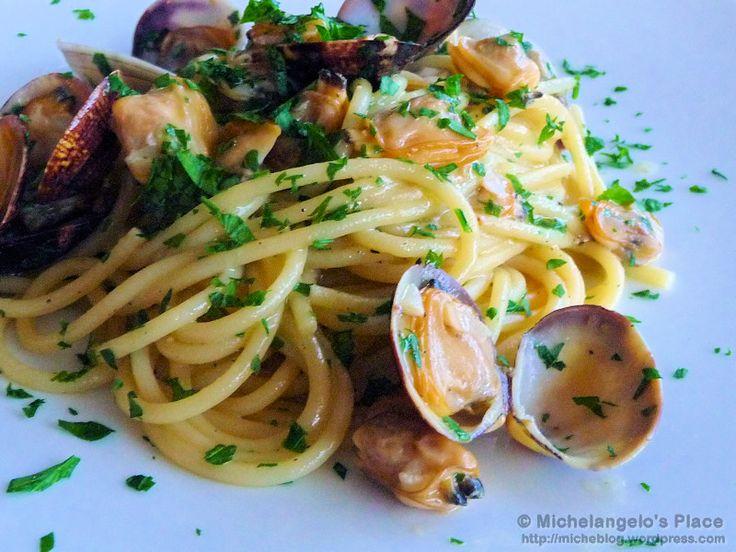 Spaghetti alle vongole recipe #spaghetti #seafood #naples  www.facebook.com/napoliadhoc