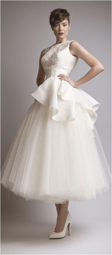 Elegant Haute Couture Wedding Dresses For Your Luxurious Wedding https://bridalore.com/2017/04/18/elegant-haute-couture-wedding-dresses-for-your-luxurious-wedding/