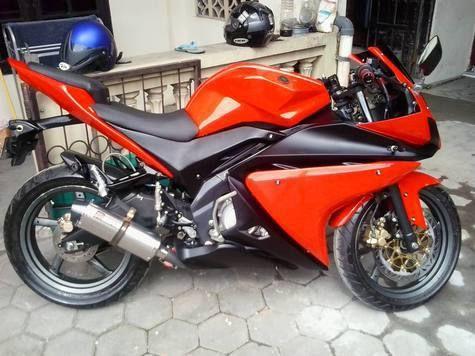 Mengusung konsep motor sport Yamaha R125, motor milik Hafidz Faqih ini diubah dengan biaya kurang lebih Rp 15 jutaan dan waktu pengerjaan selama tiga bulanan.