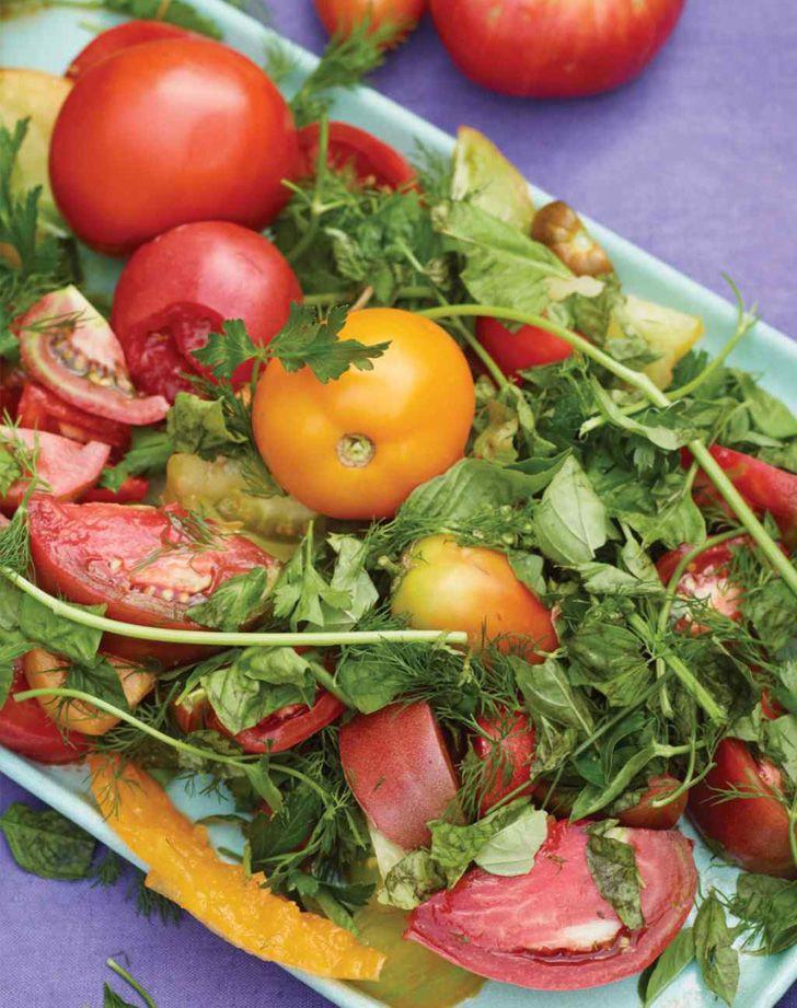 Deze salades zijn niet alleen binnen 10-15 minuten klaar, maar ook nog eens heerlijk zomers! 1. Watermeloen-fetasalade.  2. Thaise komkommersalade. 3. Courgettesalade met citroen en Parmezaanse kaas. 4. Garnalensalade met avocado en geroosterde maïs. 5. Zwarte bonensalade met maïs en avocado. 6. Kipsalade met cranberry en zonnebloempitten. 7. Mediterrane kikkererwtsalade. 8. Salade met vijgen, […]