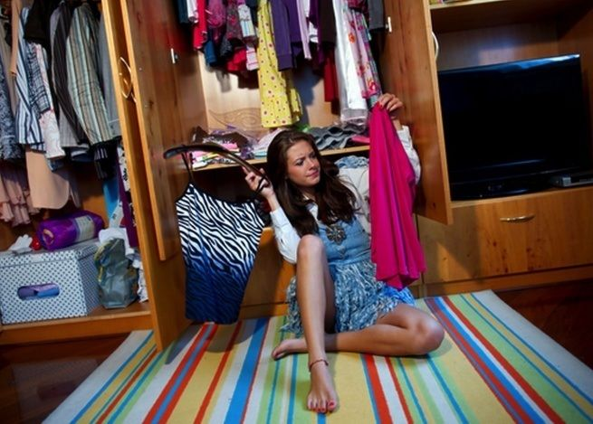 20 prostych tricków, które pozwolą ci raz na zawsze uporządkować szafę