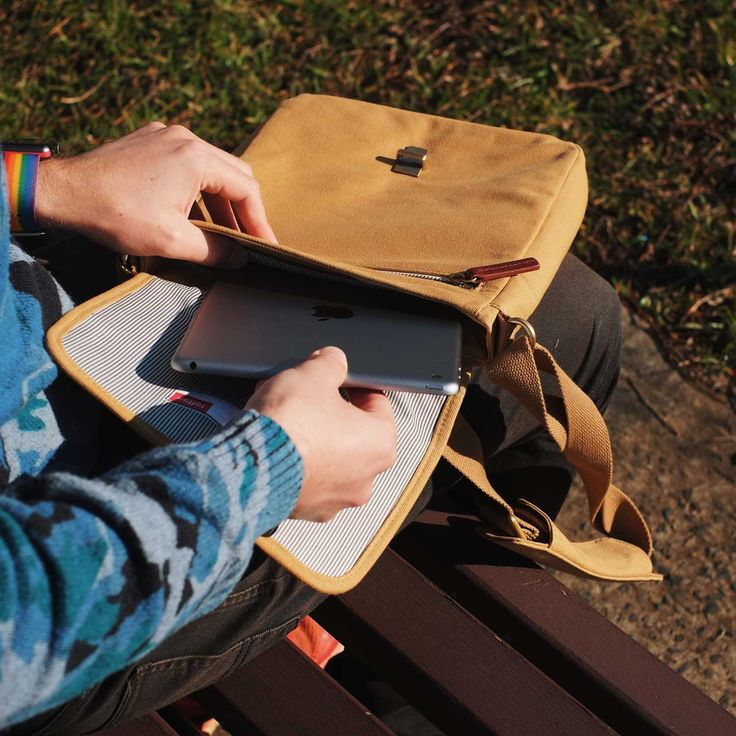 The new Osaka Satchel by Australian-based company Toffee is the perfect slim day satchel. What I love about it most, the dedicated pocket for an iPad including the new 10.5-inch iPad Pro, complete …