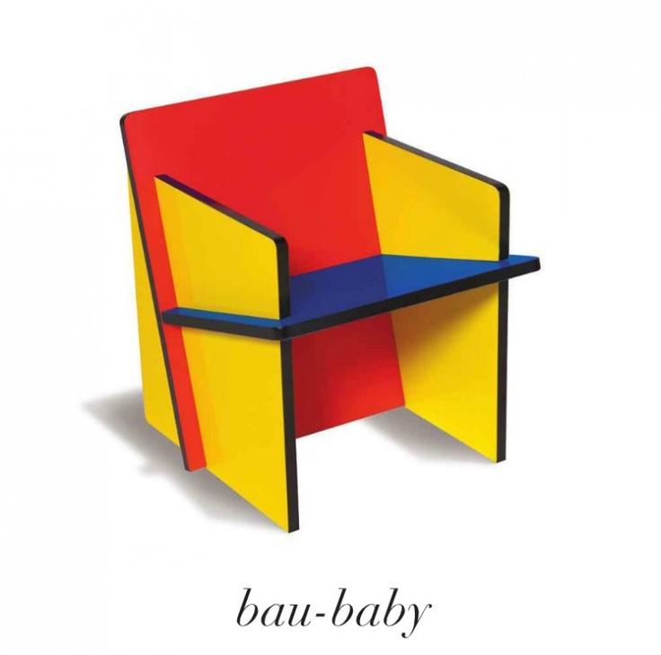 Bau-chair multicolor.  De 1 minute stoel in Rietveld - Mondriaan kleuren.bauchair mini maxi bauhaus mondriaan seletti rietveld urbindsign    Het ziet eruit als een stuk speelgoed en is in plaats daarvan met zijn 4 MDF gelakte planken in primaire kleuren een echte Bauhaus iconchair binnen de wereld van design te noemen.