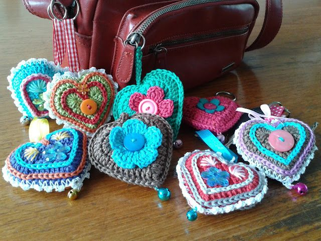 Free pattern!! cute heart key chains