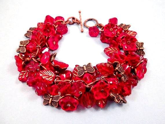 Bloem armband Ruby Red Vlindertuin koperen Beaded door justCHARMING