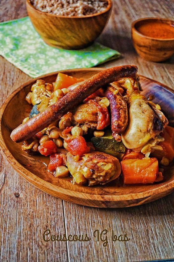 Je vous propose un délicieux couscous IG bas et sain, avec de la semoule complète, de bons légumes, du poulet et des merguez pour les plus gourmands