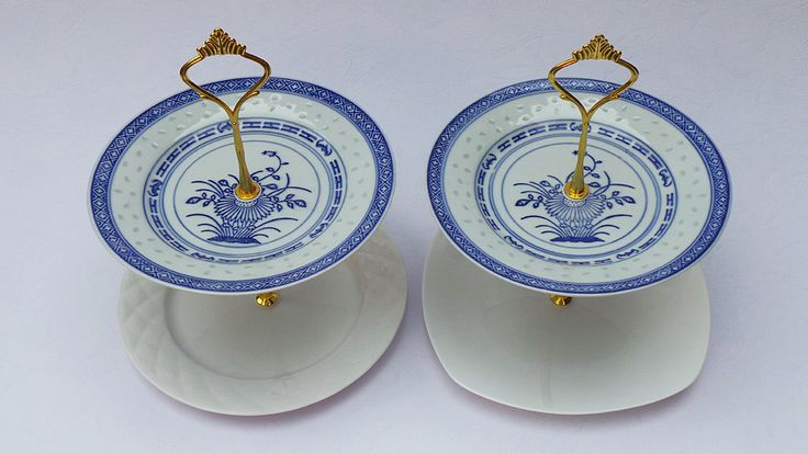 This two adorable twins cake stands