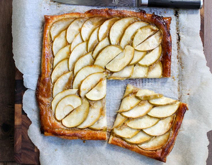 Round 2 of my favorite Thanksgiving recipes! Next up: this AMAZING apple tart. I'm a big fan of apple desserts at Thanksgiving. And as much as I love pumpkin, I do NOT like pumpkin pie. It's a text...