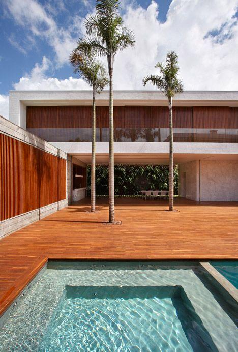 ah house - maringá - guilherme torres - 2015 - photo mca + denilson machado