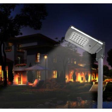 Lampione solare SMALL-ALL-IN-ONE per illuminazione di piazzali e viali con il massimo dell'efficenza.