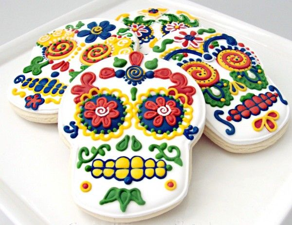 Sugar Skull Cookies | No Day of Dead celebration is complete without a sugar skull, or calavera. @sweetsugarbelle