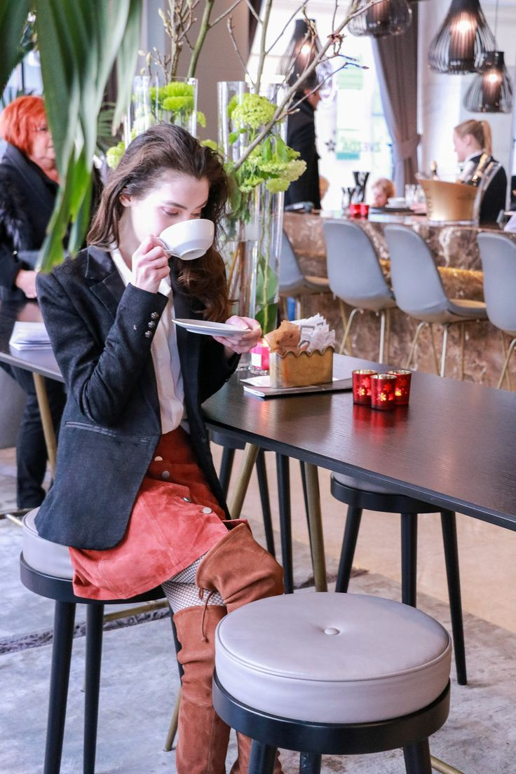 Fashion blogger Veronika Lipar of Brunette From Wall Street sharing what to wear to the coffee date with friends