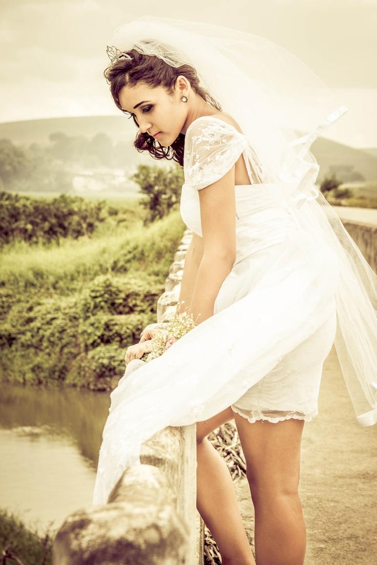 #fashion #bride #editorial - Edição de moda: Julia Salgueiro   Foto/Direção/Styling: Hugo Leonardo Muniz (Leometáfora)   Beleza: Bethiane Milena   Modelos: Blenda Souza, Caroline Santos e Bethiane Milena  http://modamodamoda.com.br/editorial-noivas-em-fuga/