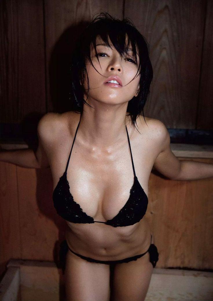釈由美子(36)の最新巨乳くびれボディが色気満載でフルボッキwww【エロ画像】