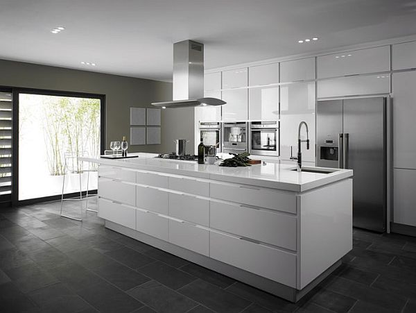 Contemporary Integrato White Gloss Kitchen with Wide Drawers and Floor-to-Ceiling Units