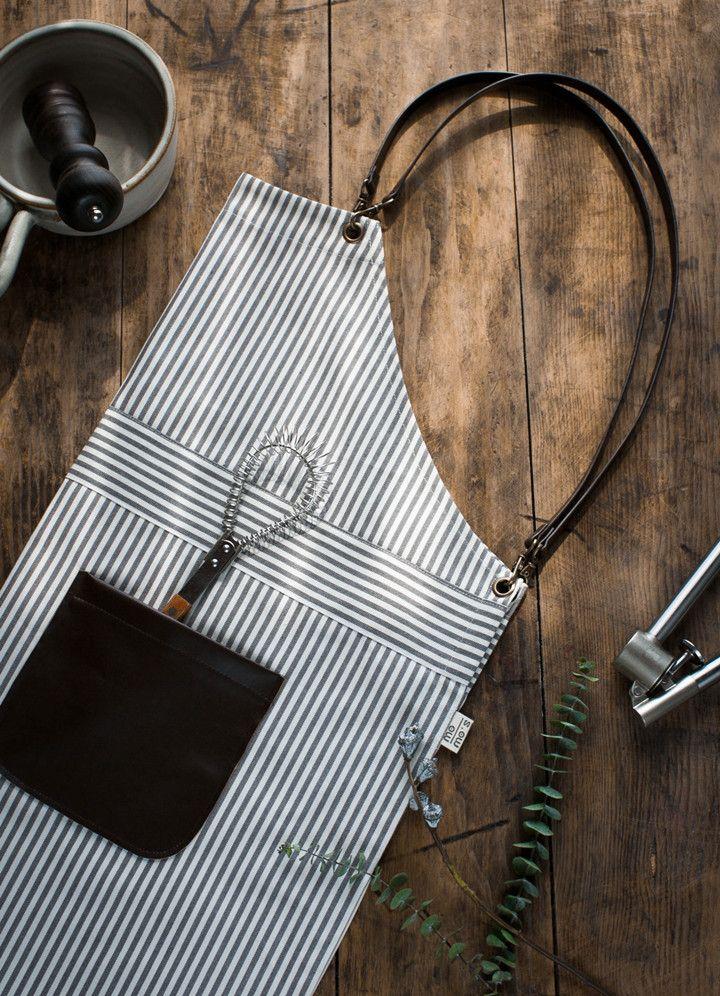 Купить товар Бесплатная доставка 2015 самодельный женщины хлопчатобумажной пряжи холст европейский стиль мода кожаные ремни выпечки кухня фартук в категории Фартуки на AliExpress. Материал: 100% холст с искусственная кожа, Долго фартук: 70, 65 см (дли