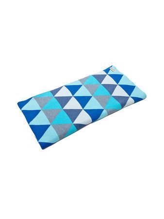 Another stunning creation from the fabulous design team at UIMI. Made in Melbourne this cot blanket measures 110cm x 105cm and has the triangular print on both sides. Made from the softest Organic Egyptian Cotton, your baby will love snuggling up to this blanket. A truely precious baby gift! Perfect in either a cot or bassinet. #nursery #uimi #bedding #blankets