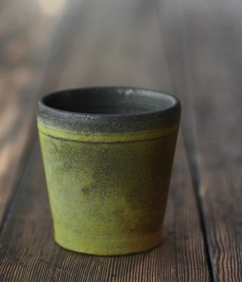 Cup by Japanese ceramic artist Takeshi Omura (b.1977). via Analogue Life