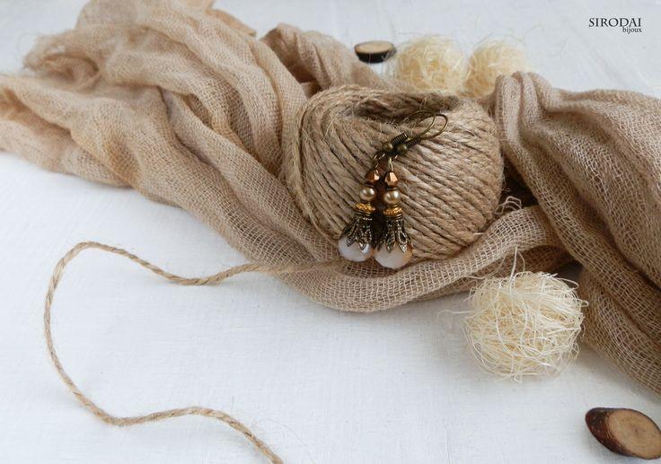 Серьги бежевые, коричневые в стиле винтаж, бохо. #коричневыесерьги #серьгивинтаж #винтажныеукрашения  #handmadeearrings #винтажныесерьги #vintageearrings #хендмейд #серьгиручнойработы #серьгибелые #украшенияручнойработы #handmadejewelry #handmadebiloux #bohoearrings #bohojewelry #flatlayjewelry